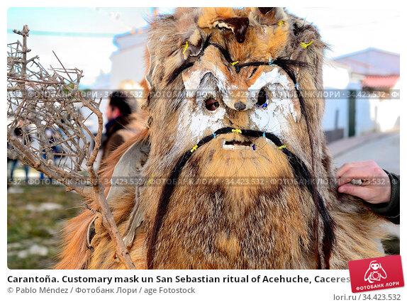 Carantoña. Customary mask un San Sebastian ritual of Acehuche, Caceres... Редакционное фото, фотограф Pablo Méndez / age Fotostock / Фотобанк Лори