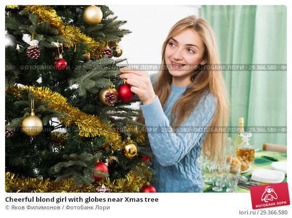 Купить «Cheerful blond girl with globes near Xmas tree», фото № 29366580, снято 17 июля 2019 г. (c) Яков Филимонов / Фотобанк Лори