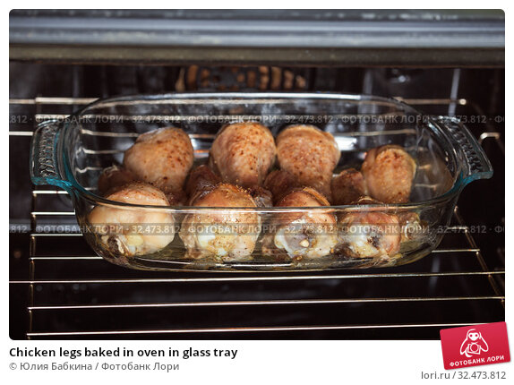 Купить «Chicken legs baked in oven in glass tray», фото № 32473812, снято 23 октября 2017 г. (c) Юлия Бабкина / Фотобанк Лори