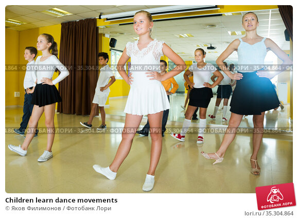 Children learn dance movements. Стоковое фото, фотограф Яков Филимонов / Фотобанк Лори