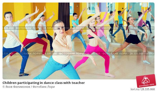 Купить «Children participating in dance class with teacher», фото № 28335868, снято 3 марта 2018 г. (c) Яков Филимонов / Фотобанк Лори