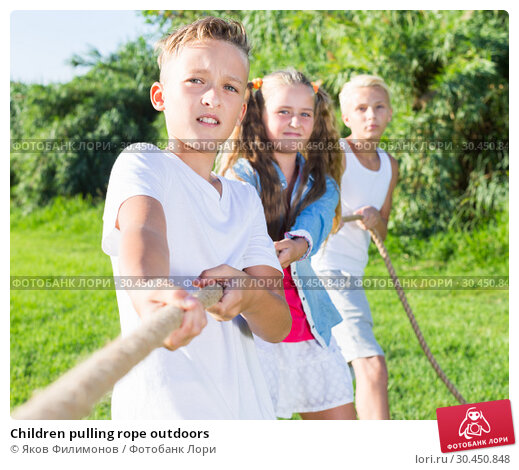 Children pulling rope outdoors. Стоковое фото, фотограф Яков Филимонов / Фотобанк Лори