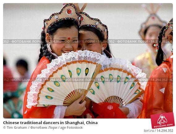 Купить «Chinese traditional dancers in Shanghai, China», фото № 14294352, снято 13 июня 2019 г. (c) age Fotostock / Фотобанк Лори