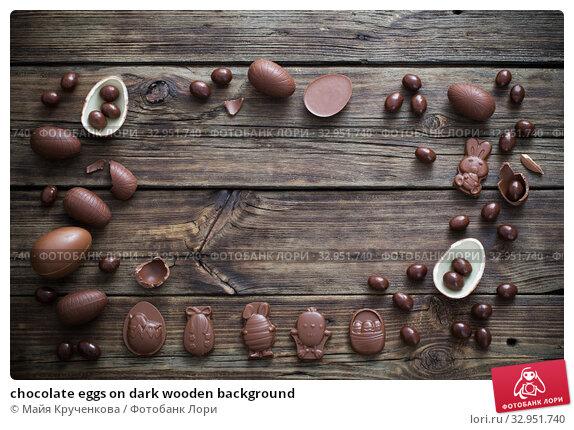 chocolate eggs on dark wooden background. Стоковое фото, фотограф Майя Крученкова / Фотобанк Лори