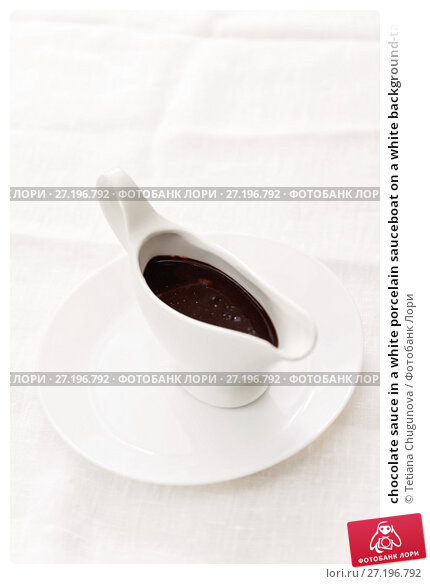 Купить «chocolate sauce in a white porcelain sauceboat on a white background-tablecloth», фото № 27196792, снято 28 августа 2017 г. (c) Tetiana Chugunova / Фотобанк Лори