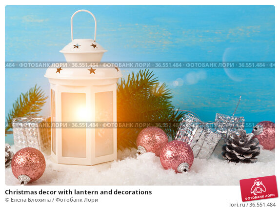 Christmas decor with lantern and decorations. Стоковое фото, фотограф Елена Блохина / Фотобанк Лори
