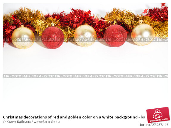 Купить «Christmas decorations of red and golden color on a white background - balls and tinsel», фото № 27237116, снято 24 ноября 2017 г. (c) Юлия Бабкина / Фотобанк Лори