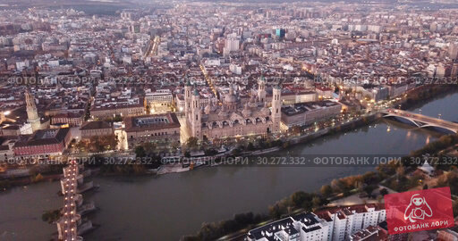 Купить «City Zaragoza on dawn. Aerial view. Spain», видеоролик № 30272332, снято 25 декабря 2018 г. (c) Яков Филимонов / Фотобанк Лори