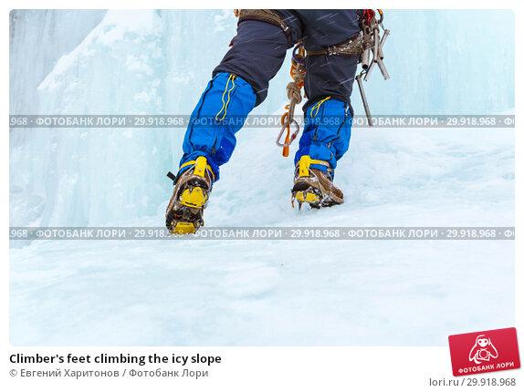 Купить «Climber's feet climbing the icy slope», фото № 29918968, снято 2 февраля 2019 г. (c) Евгений Харитонов / Фотобанк Лори