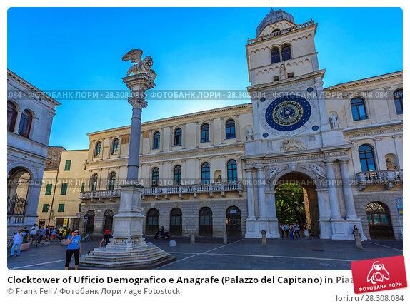 Купить «Clocktower of Ufficio Demografico e Anagrafe (Palazzo del Capitano) in Piazza dei Signori, Padua, Veneto, Italy, Europe», фото № 28308084, снято 22 августа 2017 г. (c) age Fotostock / Фотобанк Лори