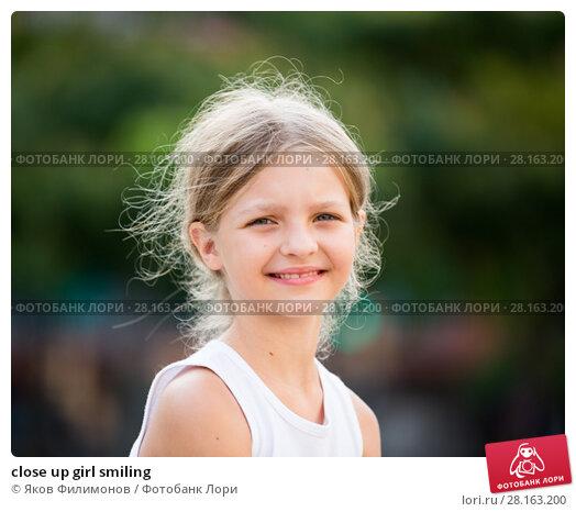 Купить «close up girl smiling», фото № 28163200, снято 24 марта 2018 г. (c) Яков Филимонов / Фотобанк Лори