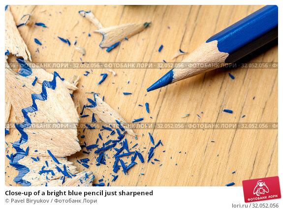 Close-up of a bright blue pencil just sharpened. Стоковое фото, фотограф Pavel Biryukov / Фотобанк Лори