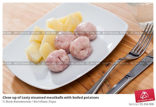 Close up of tasty steamed meatballs with boiled potatoes. Стоковое фото, фотограф Яков Филимонов / Фотобанк Лори