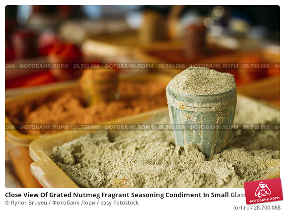 Купить «Close View Of Grated Nutmeg Fragrant Seasoning Condiment In Small Glass And In The Tray On Sale At The East Market, Bazaar.», фото № 28700088, снято 28 мая 2016 г. (c) easy Fotostock / Фотобанк Лори