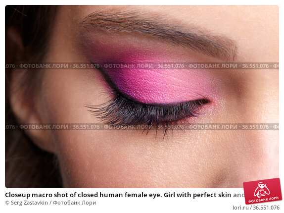 Closeup macro shot of closed human female eye. Girl with perfect skin and pink eyes shadows. Стоковое фото, фотограф Serg Zastavkin / Фотобанк Лори