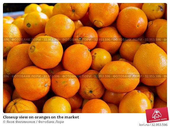 Closeup view on oranges on the market. Стоковое фото, фотограф Яков Филимонов / Фотобанк Лори