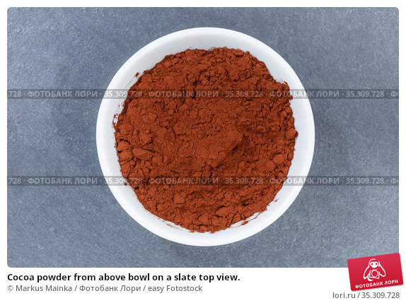 Cocoa powder from above bowl on a slate top view. Стоковое фото, фотограф Markus Mainka / easy Fotostock / Фотобанк Лори