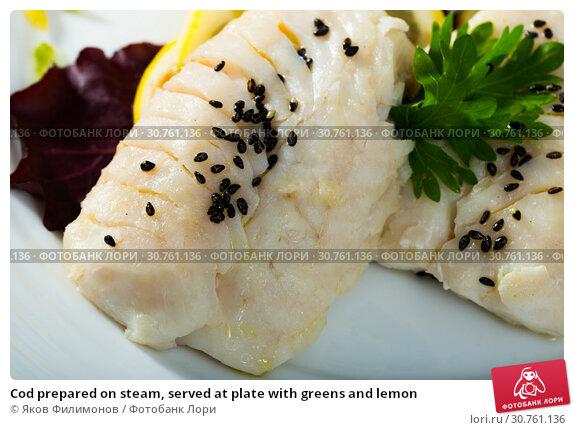Купить «Cod prepared on steam, served at plate with greens and lemon», фото № 30761136, снято 19 июня 2019 г. (c) Яков Филимонов / Фотобанк Лори