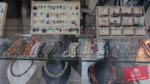 Colorful necklaces made from different precious stones for sale in jewelry store. Стоковое видео, видеограф Яков Филимонов / Фотобанк Лори