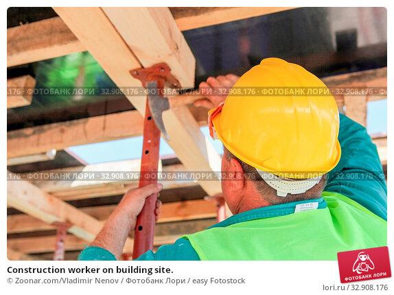 Construction worker on building site. Стоковое фото, фотограф Zoonar.com/Vladimir Nenov / easy Fotostock / Фотобанк Лори