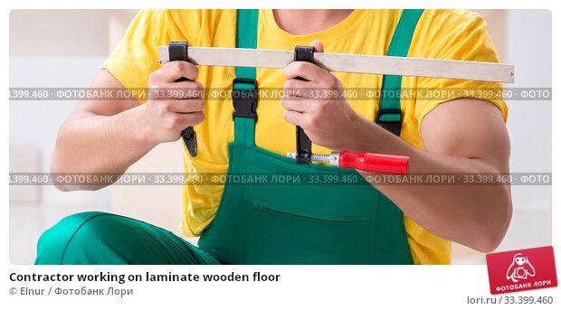 Купить «Contractor working on laminate wooden floor», фото № 33399460, снято 14 декабря 2017 г. (c) Elnur / Фотобанк Лори