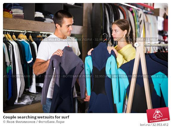 Купить «Couple searching wetsuits for surf», фото № 32953412, снято 7 октября 2019 г. (c) Яков Филимонов / Фотобанк Лори