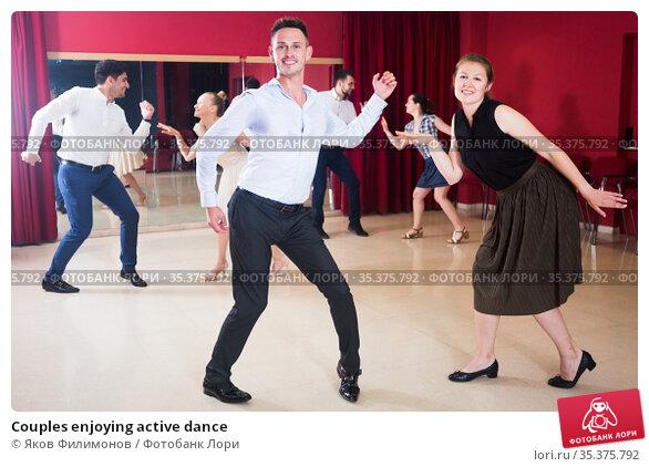Couples enjoying active dance. Стоковое фото, фотограф Яков Филимонов / Фотобанк Лори