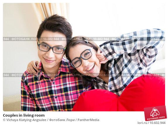 Couples in living room. Стоковое фото, фотограф Vichaya Kiatying-Angsulee / PantherMedia / Фотобанк Лори