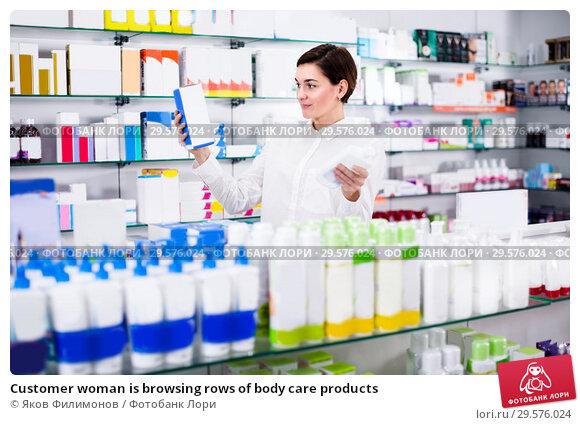 Купить «Customer woman is browsing rows of body care products», фото № 29576024, снято 31 января 2017 г. (c) Яков Филимонов / Фотобанк Лори