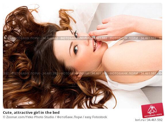 Cute, attractive girl in the bed. Стоковое фото, фотограф Zoonar.com/Yeko Photo Studio / easy Fotostock / Фотобанк Лори