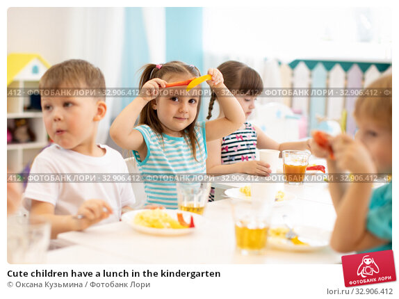 Cute children have a lunch in the kindergarten. Стоковое фото, фотограф Оксана Кузьмина / Фотобанк Лори