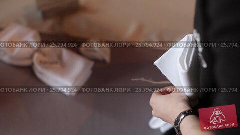 Купить «Decorating napkins for wedding», видеоролик № 25794924, снято 2 марта 2016 г. (c) Алексей Макаров / Фотобанк Лори