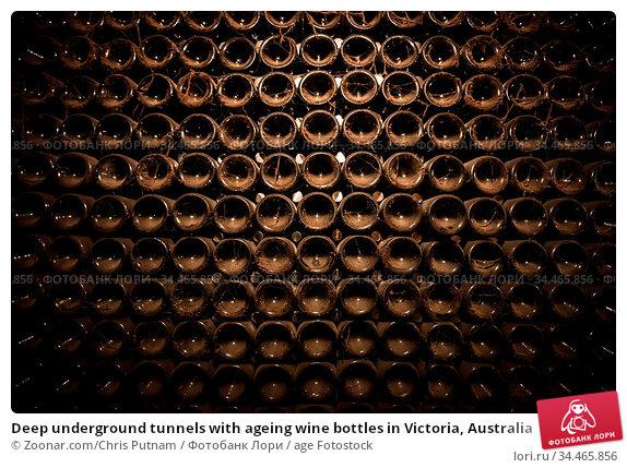 Deep underground tunnels with ageing wine bottles in Victoria, Australia. Стоковое фото, фотограф Zoonar.com/Chris Putnam / age Fotostock / Фотобанк Лори