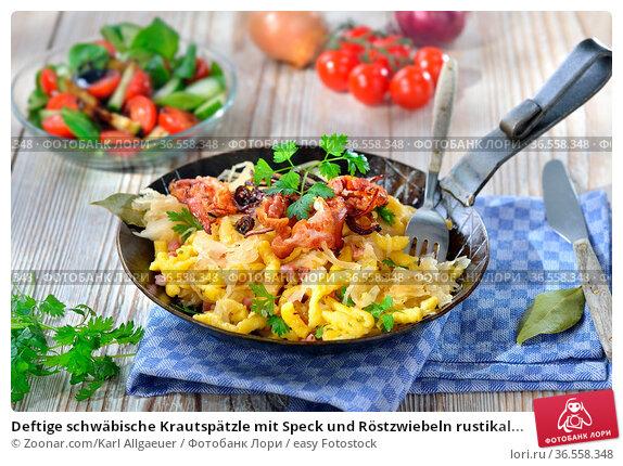 Deftige schwäbische Krautspätzle mit Speck und Röstzwiebeln rustikal... Стоковое фото, фотограф Zoonar.com/Karl Allgaeuer / easy Fotostock / Фотобанк Лори