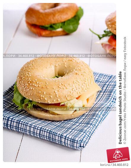 Delicious bagel sandwich on the table. Стоковое фото, фотограф Zoonar.com/Yeko Photo Studio / easy Fotostock / Фотобанк Лори