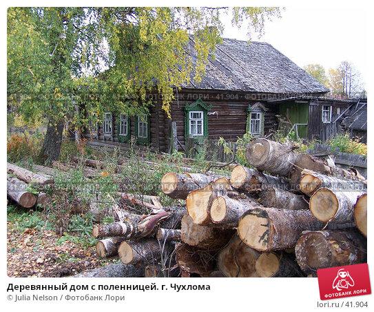 Купить «Деревянный дом с поленницей. г. Чухлома», фото № 41904, снято 24 августа 2004 г. (c) Julia Nelson / Фотобанк Лори