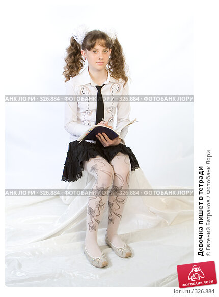 Девочка пишет в тетради, фото № 326884, снято 23 марта 2008 г. (c) Евгений Батраков / Фотобанк Лори