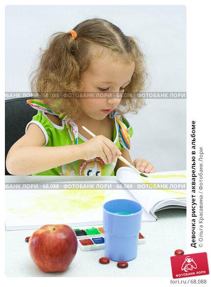 Девочка рисует акварелью в альбоме, фото № 68088, снято 28 июля 2007 г. (c) Ольга Красавина / Фотобанк Лори
