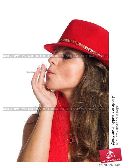 Девушка  курит сигарету, фото № 269604, снято 16 августа 2007 г. (c) hunta / Фотобанк Лори