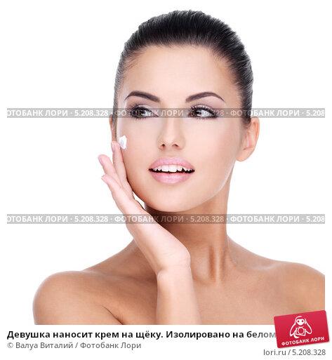 Купить «Девушка наносит крем на щёку. Изолировано на белом», фото № 5208328, снято 26 сентября 2013 г. (c) Валуа Виталий / Фотобанк Лори