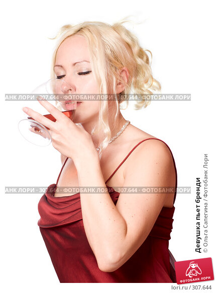 Девушка пьет бренди, фото № 307644, снято 11 мая 2008 г. (c) Ольга Сапегина / Фотобанк Лори