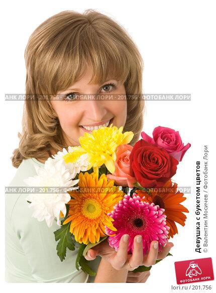 Девушка с букетом цветов, фото № 201756, снято 26 мая 2007 г. (c) Валентин Мосичев / Фотобанк Лори