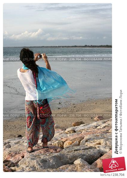 Девушка с фотоаппаратом, фото № 238704, снято 23 февраля 2008 г. (c) Морозова Татьяна / Фотобанк Лори