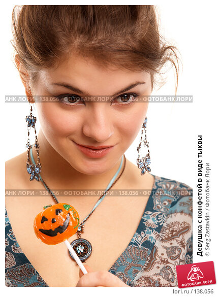 Девушка с конфетой в виде тыквы, фото № 138056, снято 2 ноября 2006 г. (c) Serg Zastavkin / Фотобанк Лори