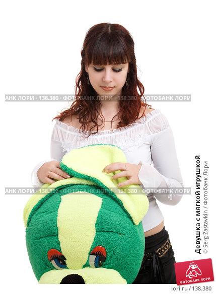 Купить «Девушка с мягкой игрушкой», фото № 138380, снято 8 декабря 2006 г. (c) Serg Zastavkin / Фотобанк Лори
