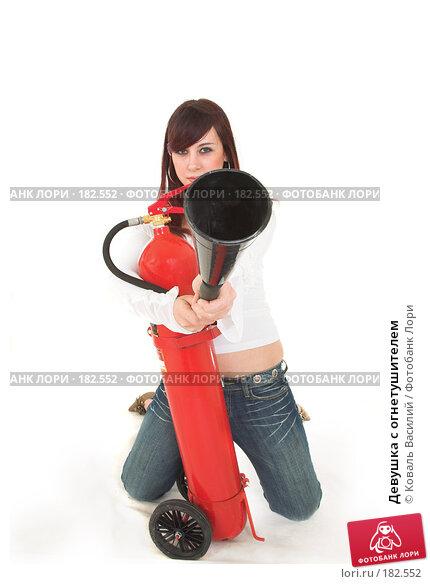 Девушка с огнетушителем, фото № 182552, снято 29 ноября 2006 г. (c) Коваль Василий / Фотобанк Лори