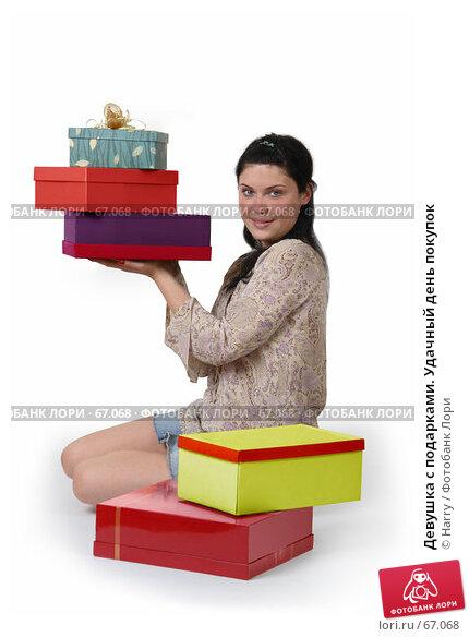 Девушка с подарками. Удачный день покупок, фото № 67068, снято 21 июня 2007 г. (c) Harry / Фотобанк Лори