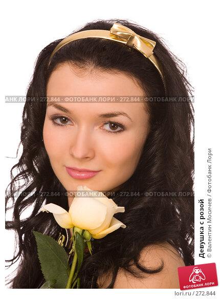 Купить «Девушка с розой», фото № 272844, снято 12 апреля 2008 г. (c) Валентин Мосичев / Фотобанк Лори