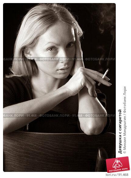 Девушка с сигаретой, фото № 91468, снято 8 ноября 2004 г. (c) Михаил Мандрыгин / Фотобанк Лори