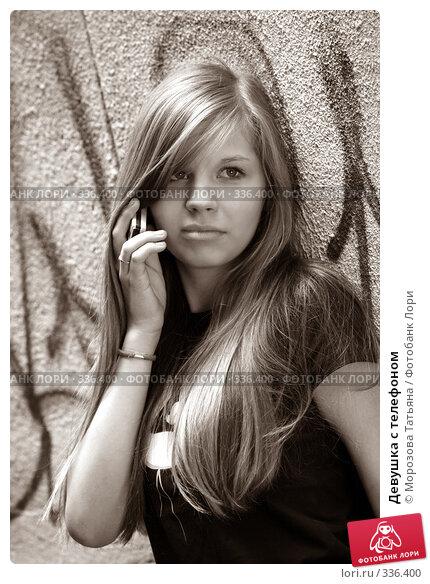 Девушка с телефоном, фото № 336400, снято 21 июля 2007 г. (c) Морозова Татьяна / Фотобанк Лори